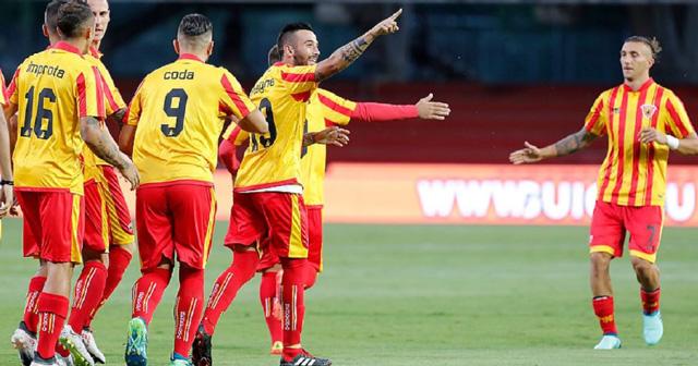 Venezia-vs-Lecce-03h00-ngay-12-2-2