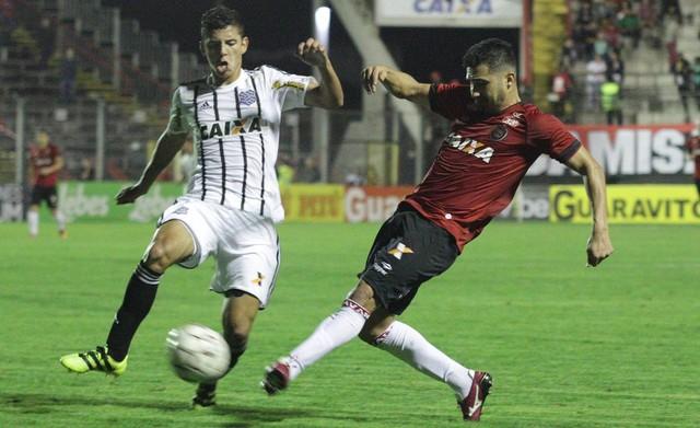 figueirense-vs-brasil-pelotas-soi-keo-hang-2-brazil-15-05-chu-nha-ghe-gom-3