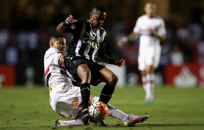 xxx of Sao Paulo fights for the ball with xxx of Atletico MG during quarterfinal first leg match of Copa Bridgestone Libertadores between Sao Paulo and Atletico MG at Morumbi Stadium on May 11, 2016 in Sao Paulo, Brazil.