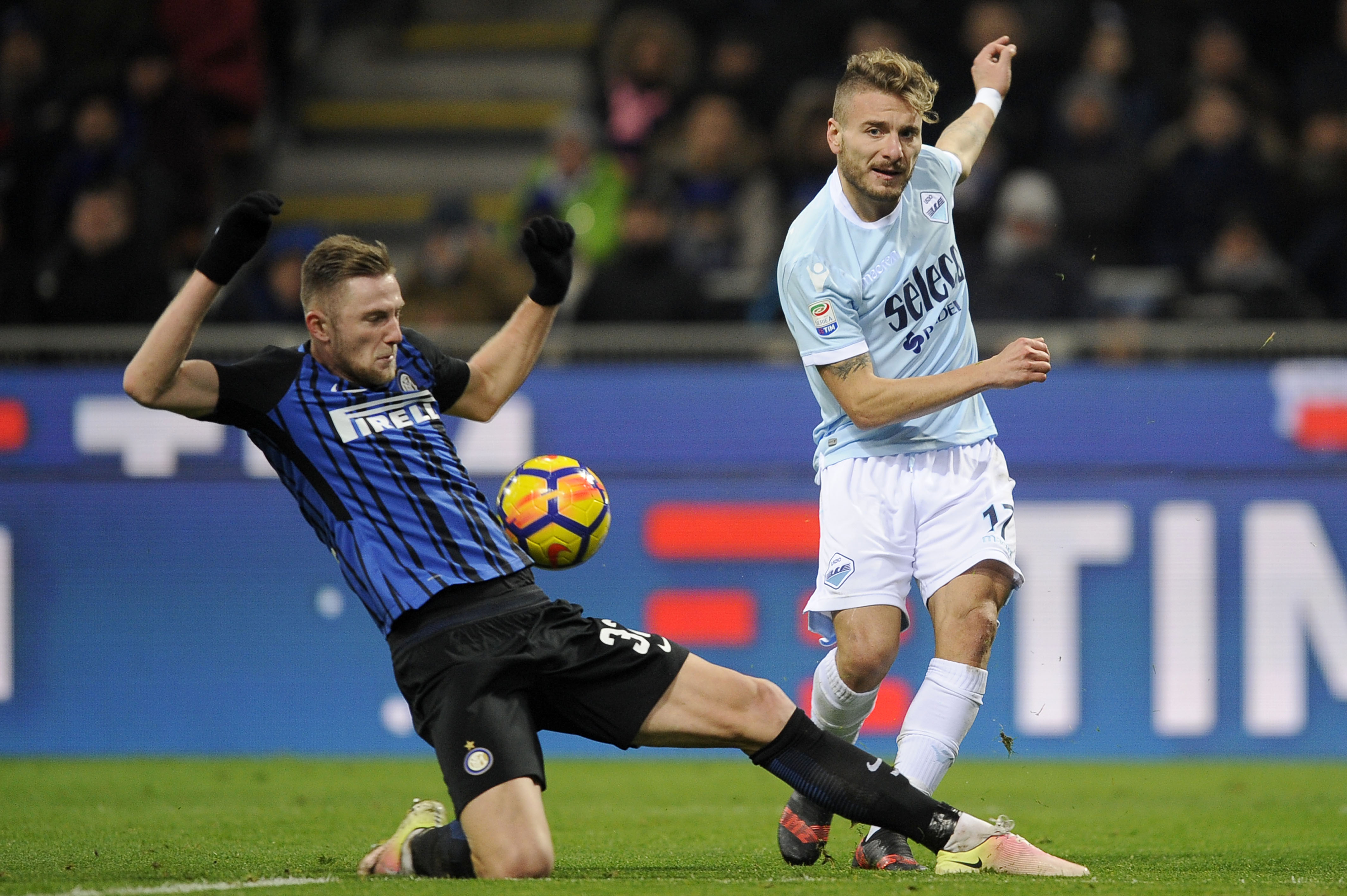 MILAN, MILANO - DECEMBER 30: Ciro Immobile of SS Lazio compete for the ball with Milan Skiniar of FC Internazionale during the serie A match between FC Internazionale and SS Lazio at Stadio Giuseppe Meazza on December 30, 2017 in Milan, Italy. (Photo by Marco Rosi/Getty Images )